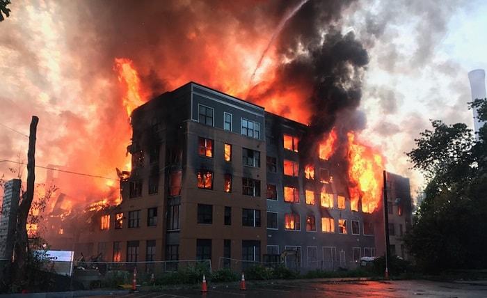 آتش سوزی ساختمان ناشی از سیم برق غیر استاندارد